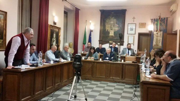 immagine del consiglio comunale in pieno svolgimento